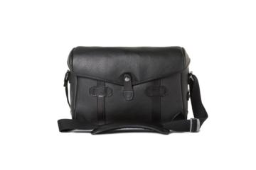SMALL MESSENGER PAGEBOY in Grained black leather