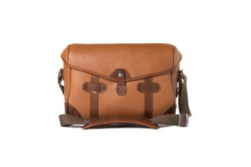 SMALL MESSENGER PAGEBOY in Grained brown leather